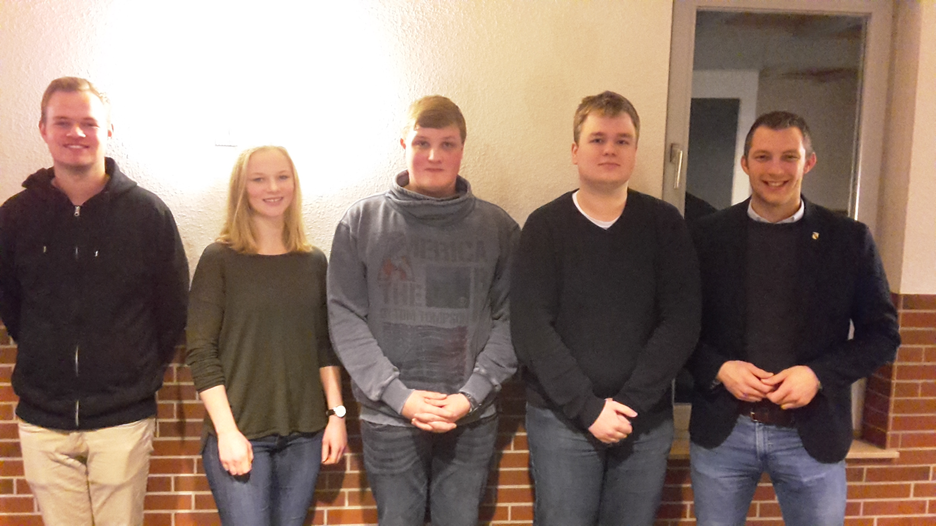 (v.l.n.r.) Christoph Lübberding (Kassenprüfer), Laura Busse, Dominik Bruns, Jannis Brinkmann und André Hüttemeyer.